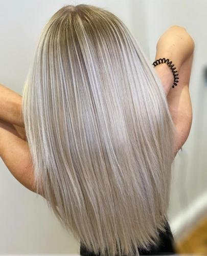Platinum Blonde with this technique it allows the client to have a more natural regrowth meaning a low maintenance style.